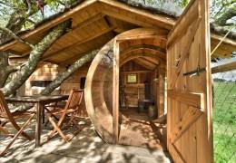 Tree house hotel in France: Les Cabanes Perchées de Dihan
