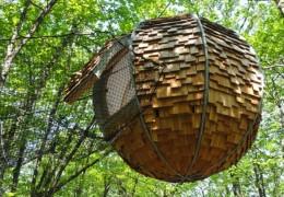 Tree house hotel in France: Lov'nid treehouse