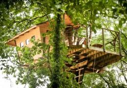 Tree house hotel in France: Neh er Lenn treehouse