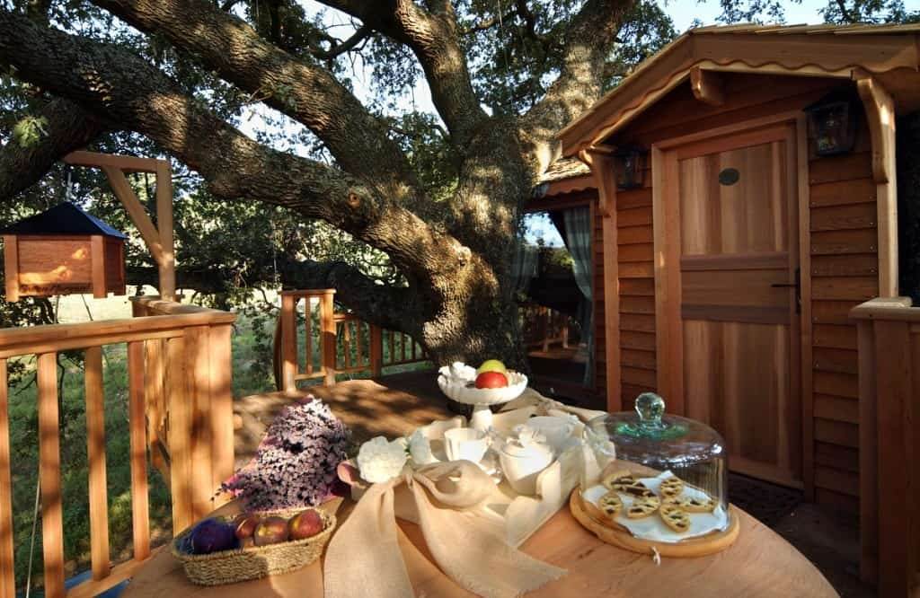 breakfast at La Piantata Black Cabin Treehouse