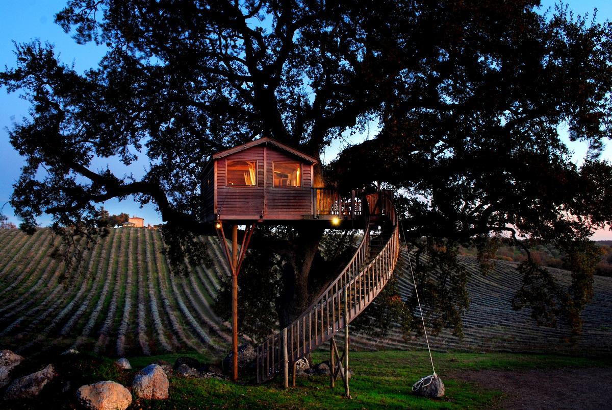 Tree house hotel in Italy: La Piantata Suite Bleue Treehouse