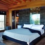 bedroom of La Piantata Black Cabin Treehouse