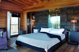 bedroom of La Piantata Black Cabin Treehouse