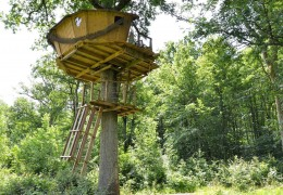 Tree house hotel in France: Tree house Gabrielle d'Estrees