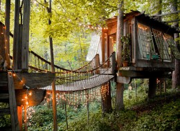 Tree house hotel in the US: Secluded Intown Treehouse