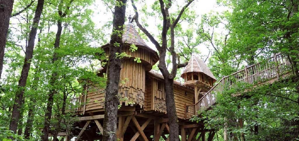 Cabane dans les arbres avec Spa - Châteaux dans …