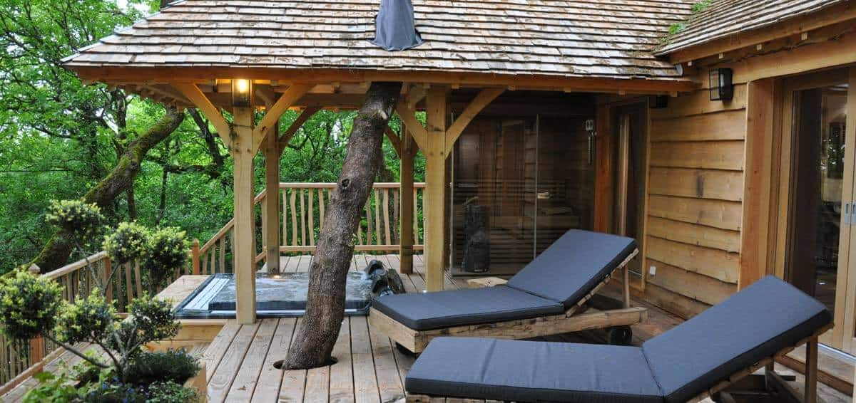 treehouse hotel in france chateaux dans les arbres treehouse map. Black Bedroom Furniture Sets. Home Design Ideas